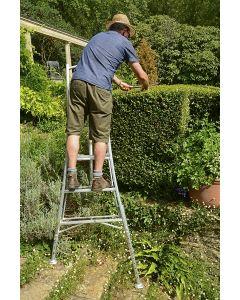 Professional three adjustable leg Platform Tripod Ladder model PAIO 180